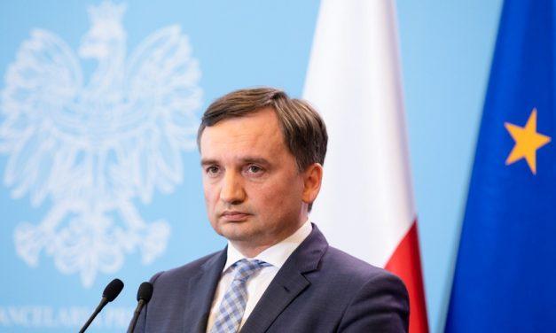 Europoseł Biedroń manipuluje artykułem Onetu oministrze Ziobro