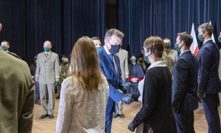 Minister Obrony Narodowej nienaraził studentów nazakażenie koronawirusem – MON dementuje fake news Onetu