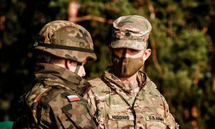 Bójka między żołnierzami Polski iUSA tofake news. Prorosyjska dezinformacja wtle