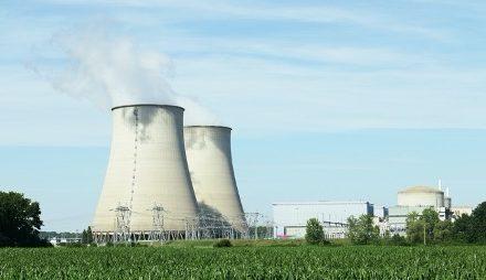 Zjednoczona Prawica neguje budowę elektrowni jądrowej? Nadinterpretacja Konfederacji, błąd Prezydenta