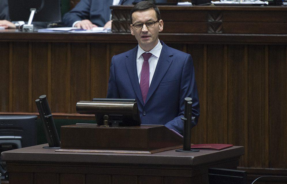 Premier Morawiecki niepowiedział, żeszczepienia przeciw koronawirusowi są obowiązkowe