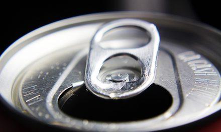 Popularny napój zpozytywnym wynikiem testu naCOVID? Tomanipulacja