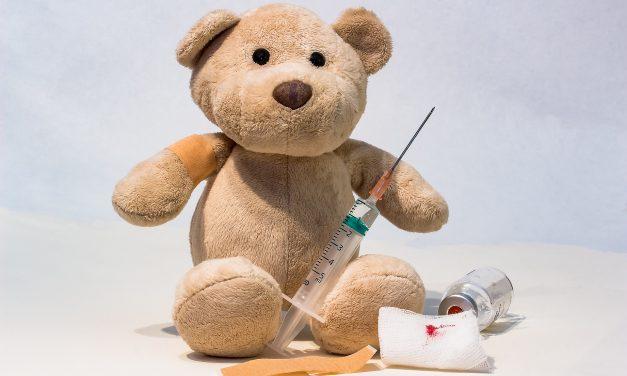 Przymusowe szczepienia dzieci wAustralii iWielkiej Brytanii? Sprawdzamy