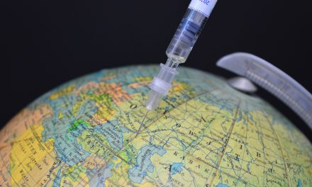 Nie, dane VAERS niedowodzą, żetysiące osób zmarło wskutek przyjęcia szczepionki naCOVID-19