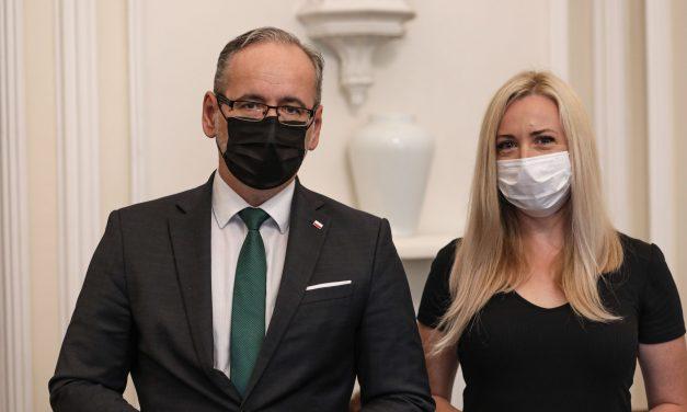 Odznaczona kobieta szczepiła wcześniej ministra zdrowia ibrała udział wprowokacji? Weryfikujemy