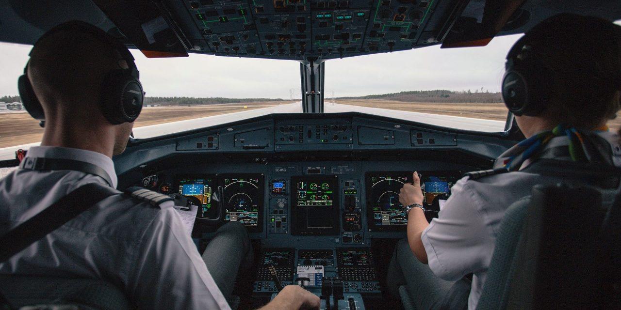 CzywKanadzie zaszczepieni piloci mają zakaz latania? Sprawdzamy