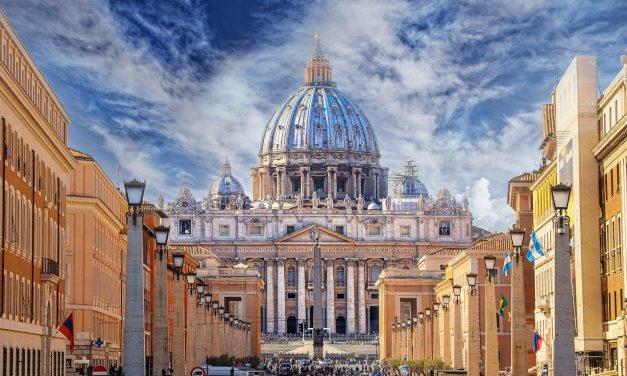 Media katolickie bezkomentarza wobec decyzji papieża? Sprawdzamy.
