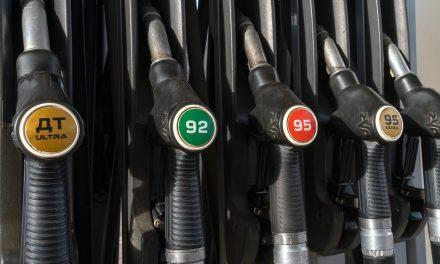 Kryzys paliwowy wWielkiej Brytanii topróba wyprzedania paliwa zgromadzonego wczasie lockdownu? Sprawdzamy