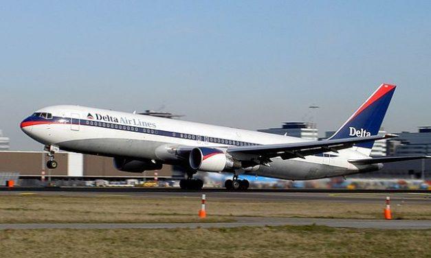 Pilot zaszczepiony przeciwko Covid-19 zmarł wtrakcie lotu? Sprawdzamy