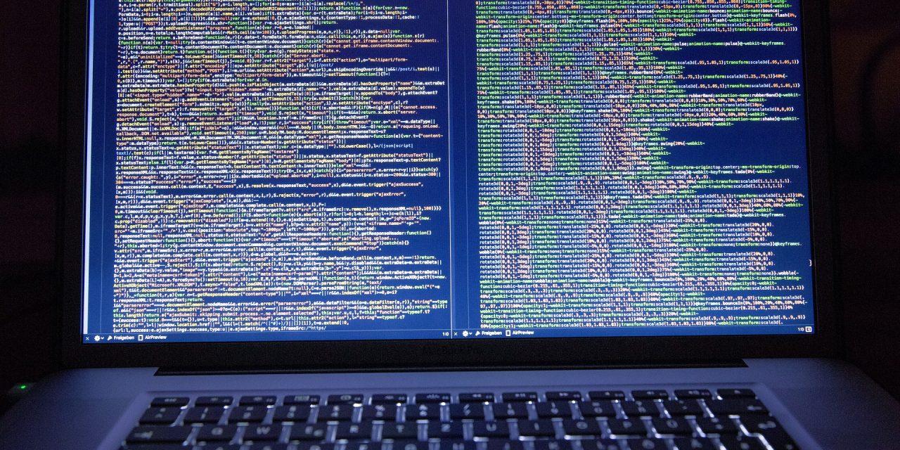 Awaria Facebooka spowodowana kradzieżą danych użytkowników? Sprawdzamy