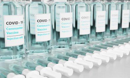 Szczepienie przeciwko covid-19 niejest eksperymentem medycznym? Wyjaśniamy.